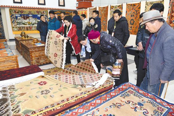 Bindung der Nepalesen an tibetische Teppiche