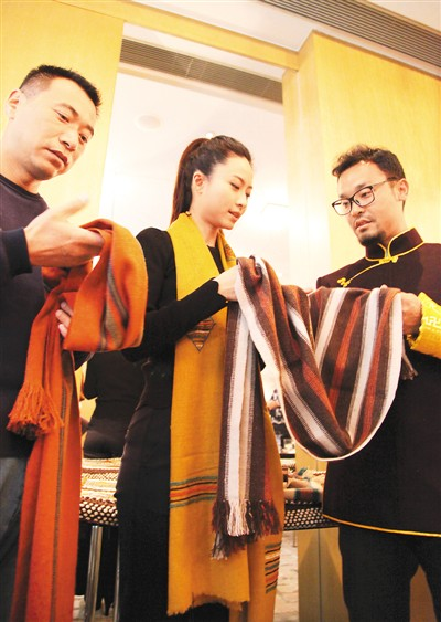 Traditional Tibetan handicrafts exhibited in Beijing