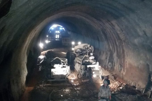 Tibet stellt langen Tunnel der höchsten Straße der Welt fertig