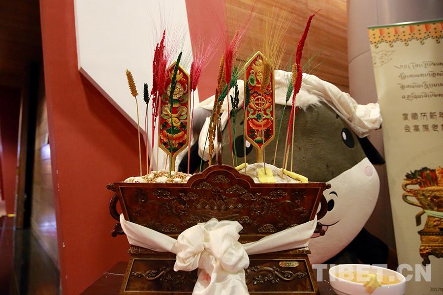 欢度藏历新年 观看牦牛展览
