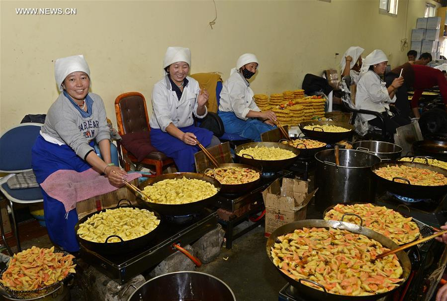 "Traditional food ""Kasai"" made to greet Tibetan New Year"