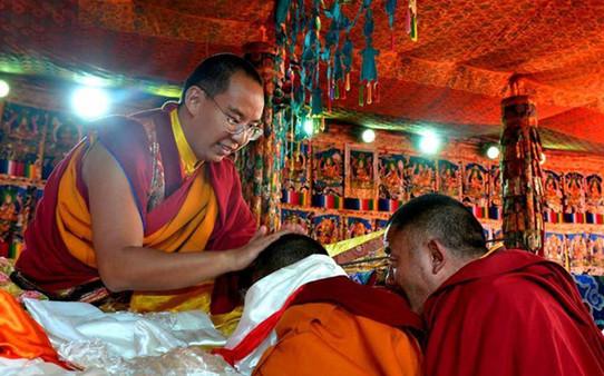 Der Panchen Lama spricht den Tibetern Glückwünsche zum Neujahrsfest aus