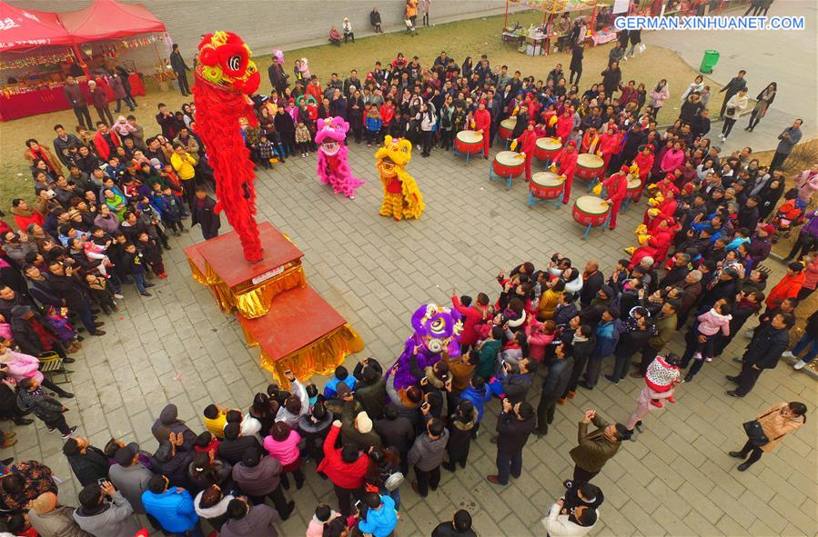 Eine Tempelmesse im Tempel Guanlin in Luoyang