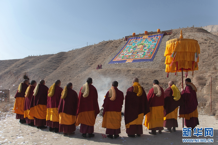 Snapshots of Buddha-show ceremony in Qinghai