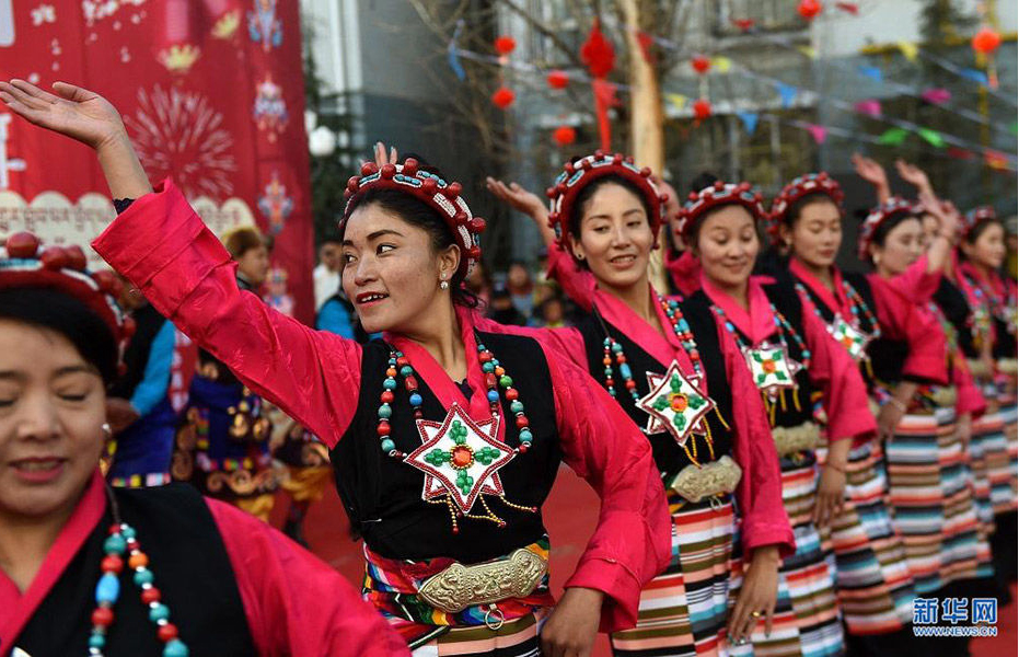 How do Tibetans celebrate Losar?