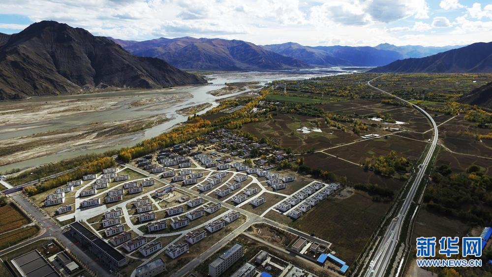 Feature: Tibet's poor build brighter future in new village