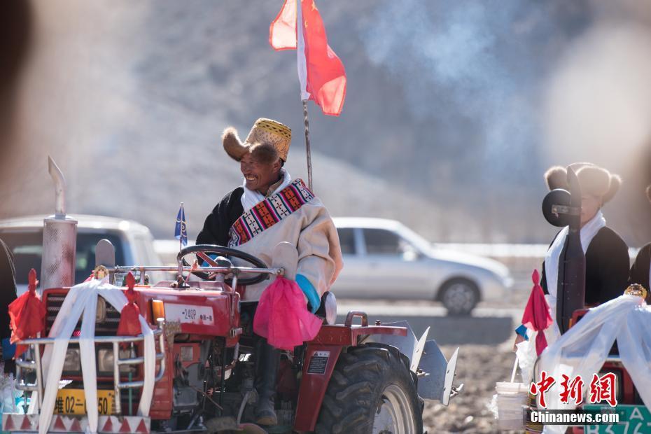 Tibet richtet traditionelle Zeremonie des Frühlingspflügens aus