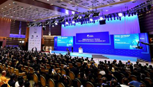 China champions economic globalization, braves challenges