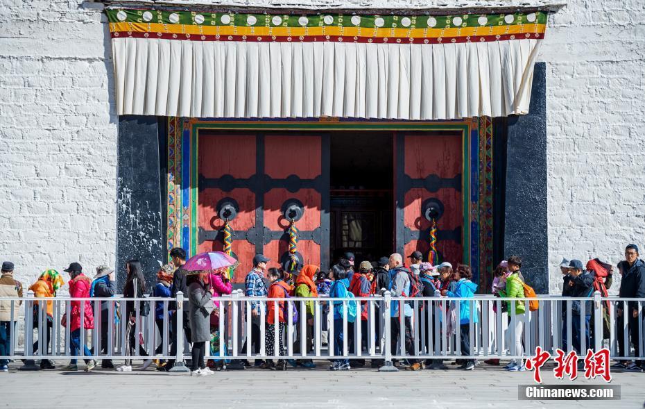 """天气转暖 西藏旅游逐渐""""升温"""""""