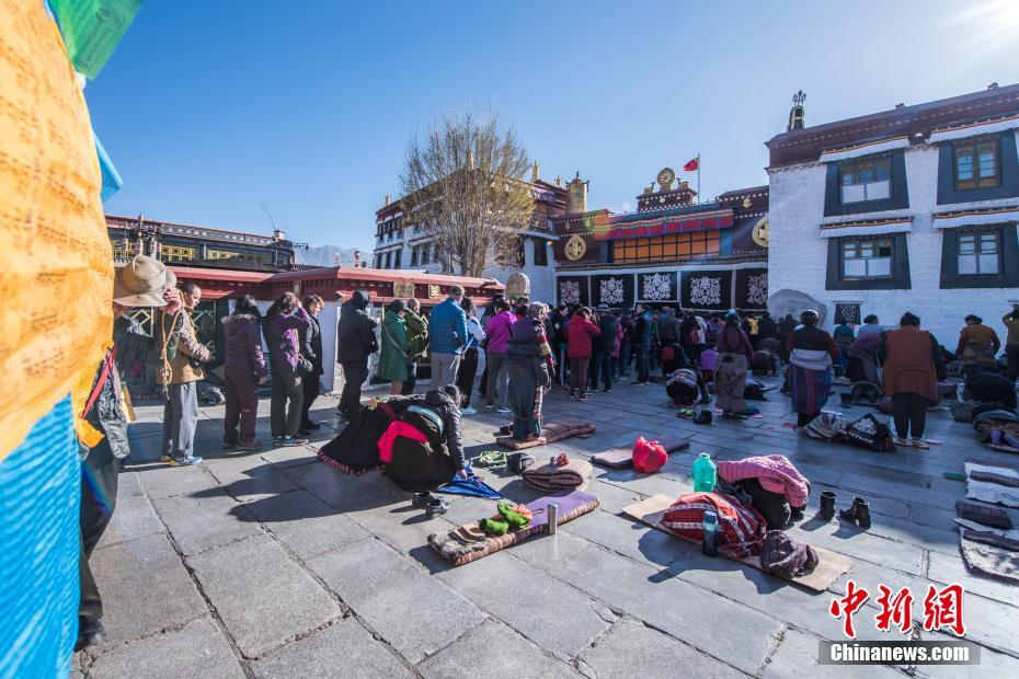 Tibet's tourism warming up in warmer weather