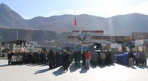 西藏加查县举行百万农奴解放日升国旗仪式