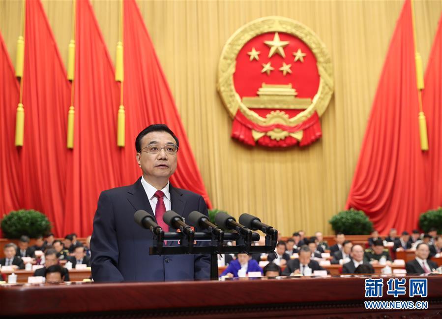 Li Keqiang blickt auf die Arbeit 2016 zurück