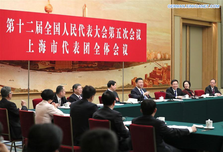 Xi Jinping nimmt an Podiumsdiskussion mit Delegierten des 12. NVK aus Shanghai teil