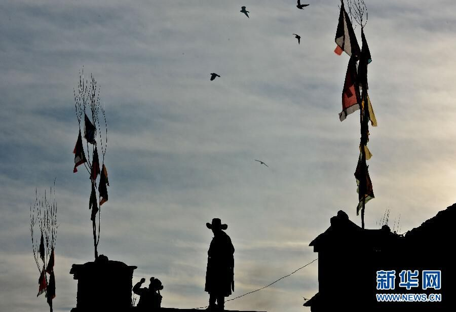 Why Tibetans hang prayer flags on rooftop?
