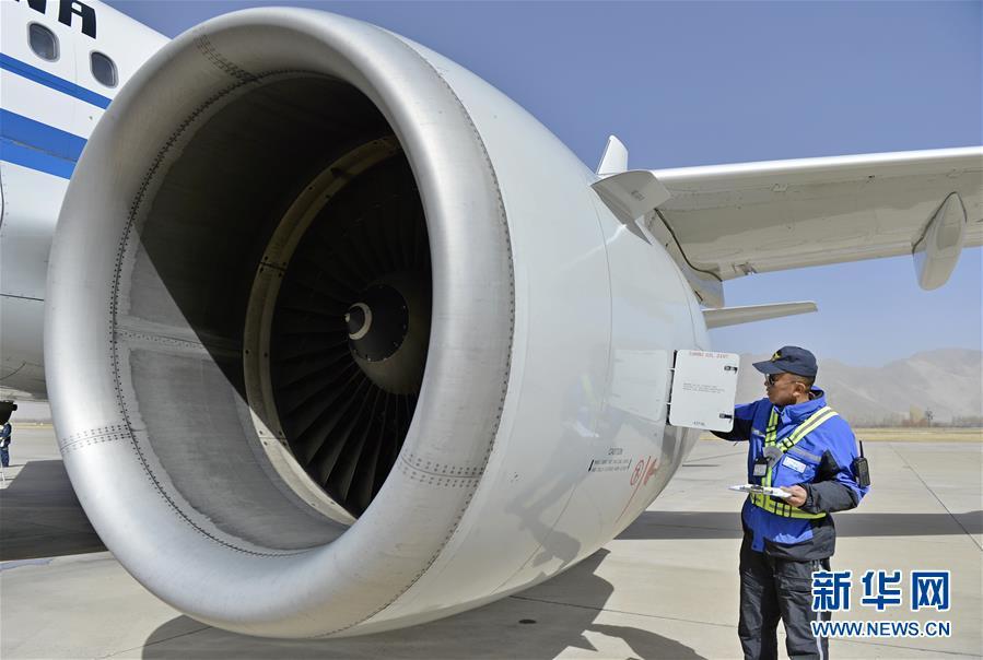 Flugzeugreparatur in Tibet