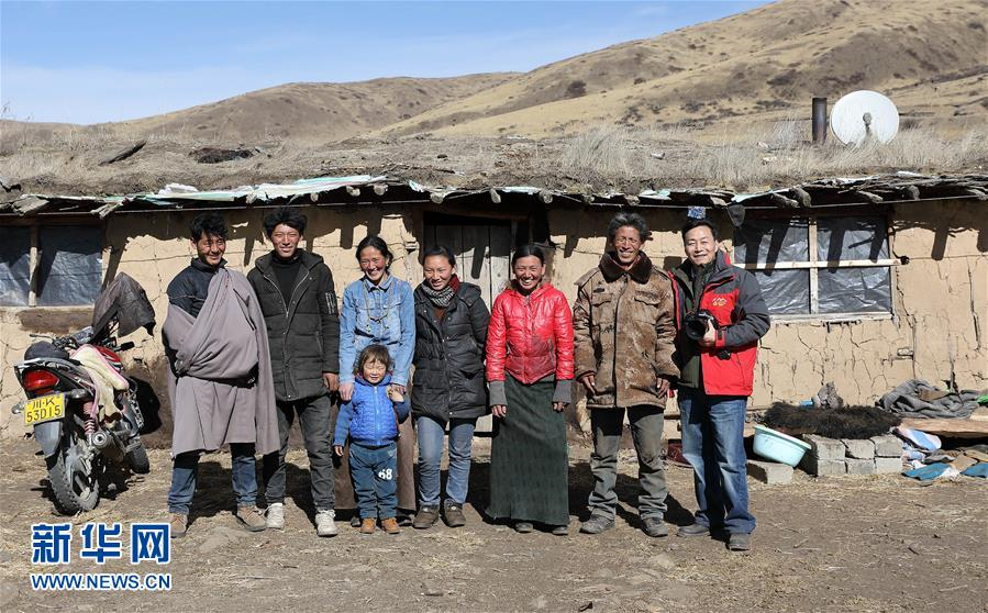 Fotos aus dem Leben vier tibetischer Hirtenfamilien