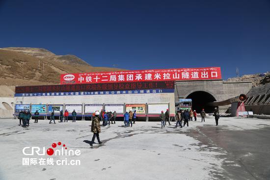 Langer Tunnel in Tibet wird Ende 2017 vollendet