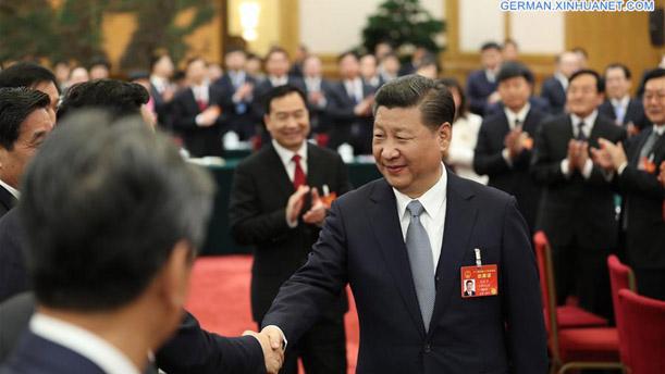 Xi Jinping nimmt an Podiumsdiskussion mit Delegierten des 12. NVK aus Liaoning teil