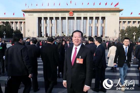 """全国人大代表刘绍喜:振兴实体经济要""""双管齐下"""""""