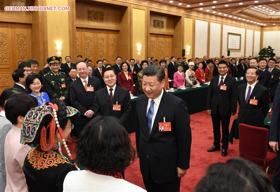 Xi Jinping nimmt an Podiumsdiskussion mit Delegierten des 12. NVK aus Sichuan teil