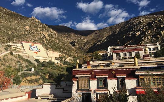 Warum besucht der Dalai Lama das umstrittene Gebiet zwischen China und Indien?