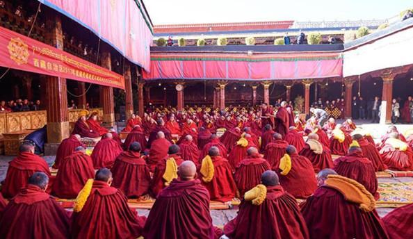 "Zehn Mönche bekommen den Grad ""Geshe Lharampa"""