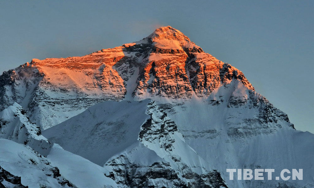 Tibet welcomes more than 100 Mt.Qomolangma climbers this spring