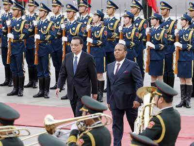 Li Keqiang trifft Ministerpräsident von São Tomé und Príncipe