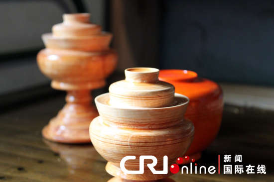 Devout inheritor of Tibetan wooden bowls