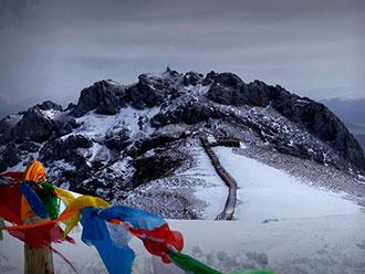 蓝月山谷石卡雪山