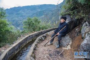 老支书黄大发36年带领村民修渠引水的故事