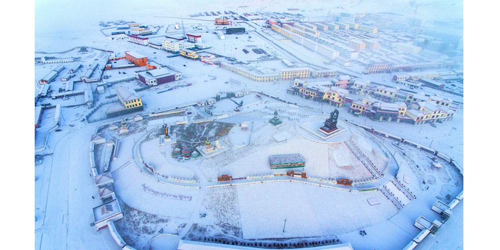 青海玛多县初春雪景
