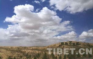 镜头中的脱贫故事:村民获赠别墅 房前神秘杆子 展现大国风采