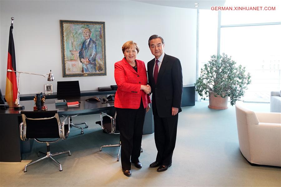 Angela Merkel trifft Wang Yi in Berlin