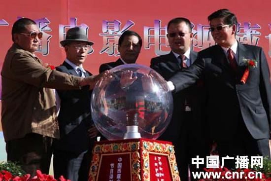 Gansu übersetzt über 300 tibetische Filme