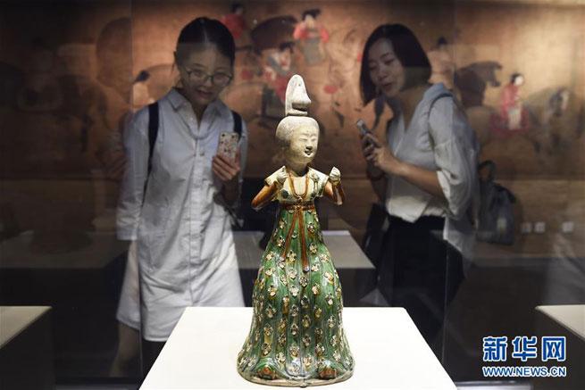 Ausstellung für dreifarbig glasierte Keramik in Hangzhou