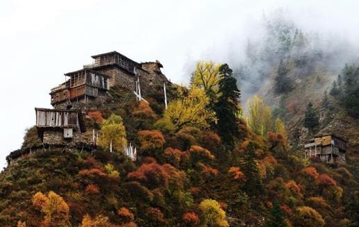 Das tibetische Dorf auf der Steilklippe