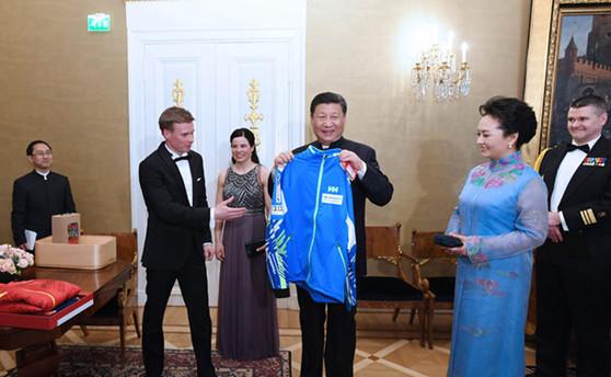 Xi  und Sauli Niinistö treffen Sportlervertreter