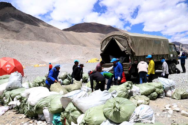 VR图片|珠峰北坡大本营启动垃圾清洁行动 最高到海拔6500米