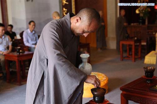 Zen Tee im Jingshan Tempel in Yuhang