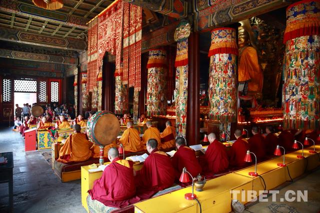 Lamatempel organisiert Feier des Buddha-Glückstags