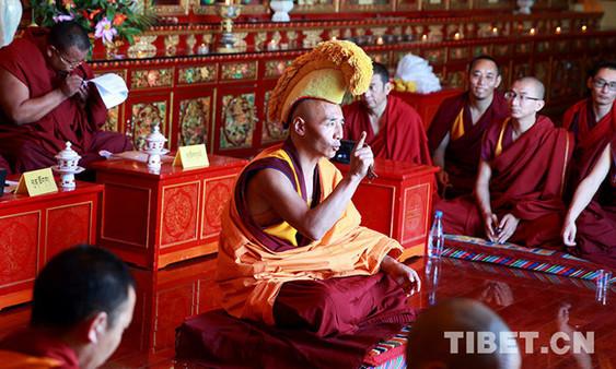 Prüfung für den hochrangigen buddhistischen akademischen Titel beginnt