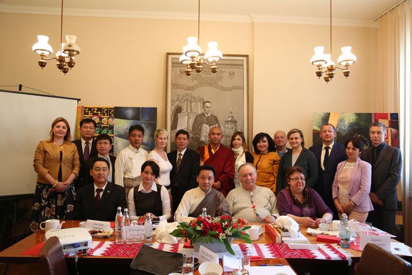 Austausch-Gruppe für tibetische Kultur besucht Ukraine
