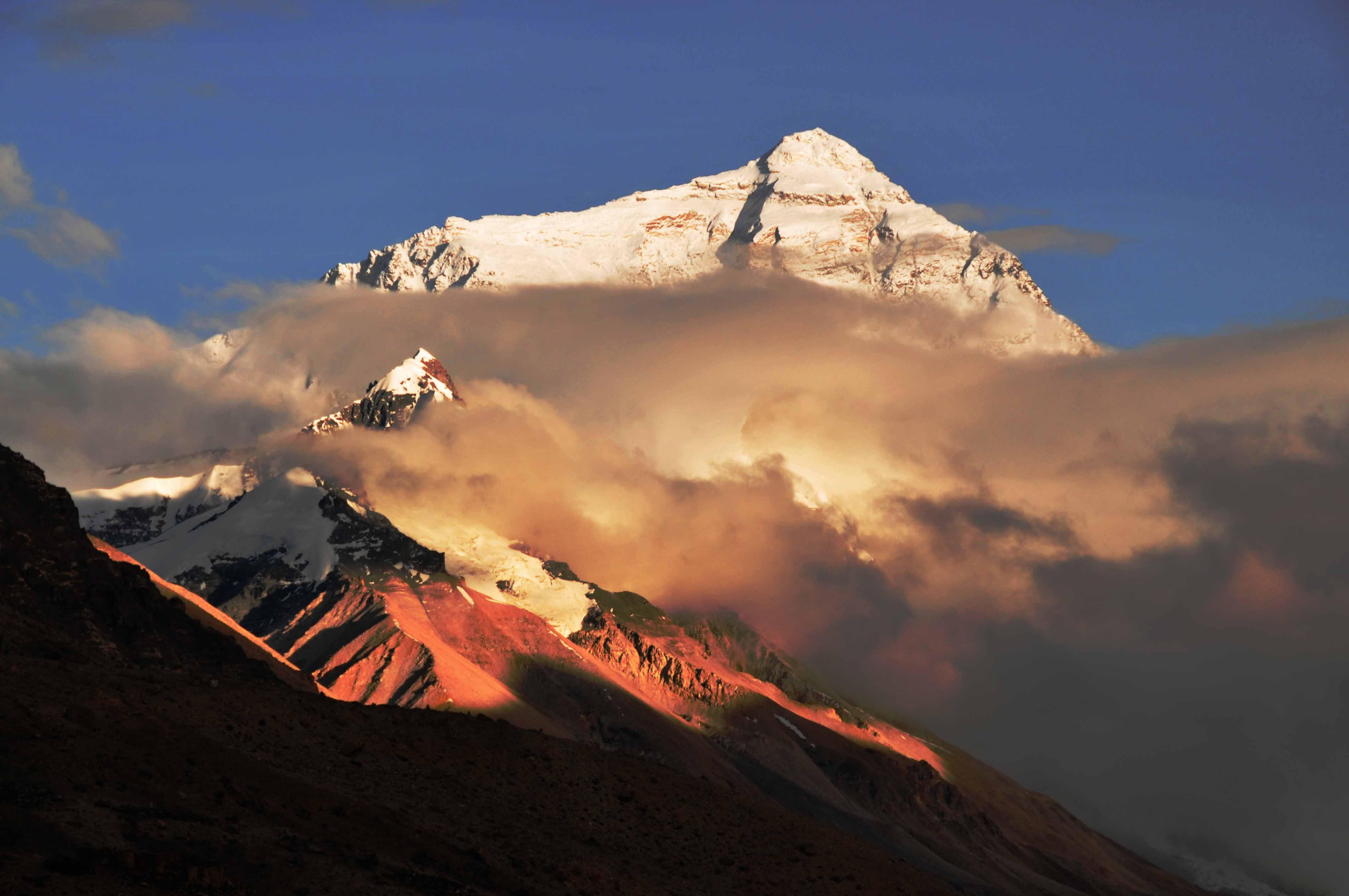 登顶珠峰 国内22人队伍凯旋
