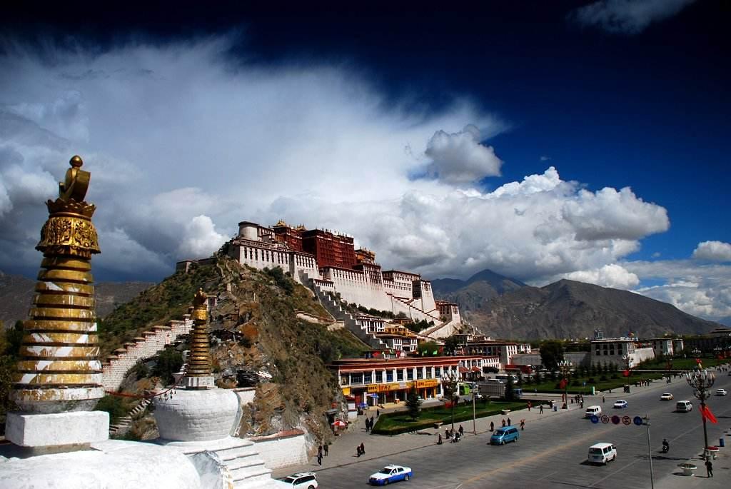 Kritik an Unterstützung des Dalai Lama durch KP-Mitglieder