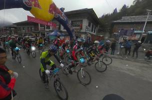 VR图片|全景回顾2017第五届环巴松措国际山地自行车越野竞速赛开赛精彩瞬间