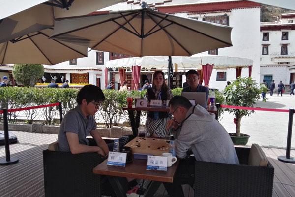 Go-Wettbewerb am Fuß des Potala-Palasts