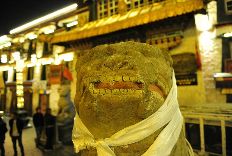 Stone lion of Qing Dynasty displayed at museum in Lhasa