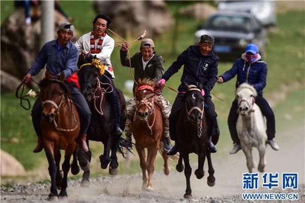 Nomadensportfest am Qilian-Gebirge