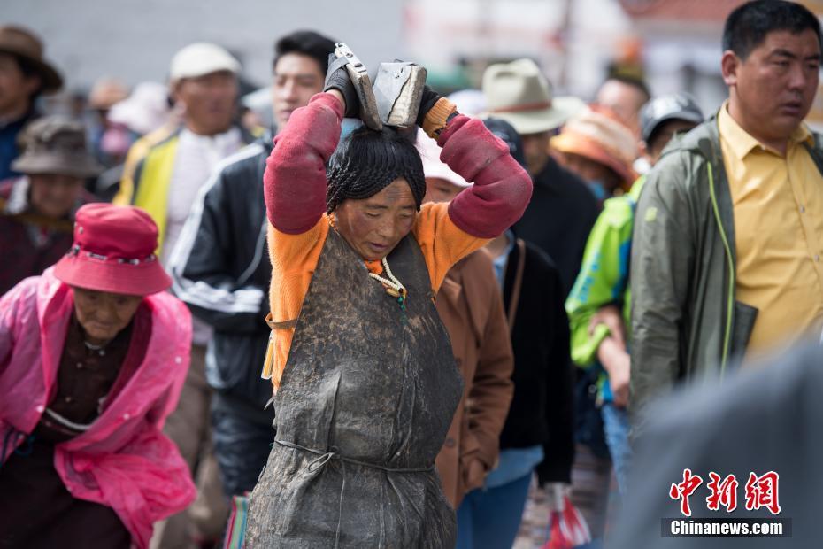 Tibet's Saga Dawa Festival reaches climax